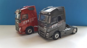 Tekno 74415 SET 2 Szt. Volvo FH04 Globetrotter 4x2 - 25 Years Globetrotter 1:50