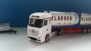 Herpa 929271 Mercedes Streamspace 2x 20ft Tankcontainer Klaeser 1:87 H0